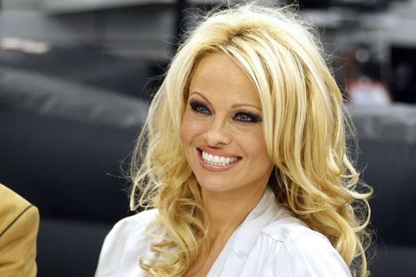 Pamela-Anderson-APA