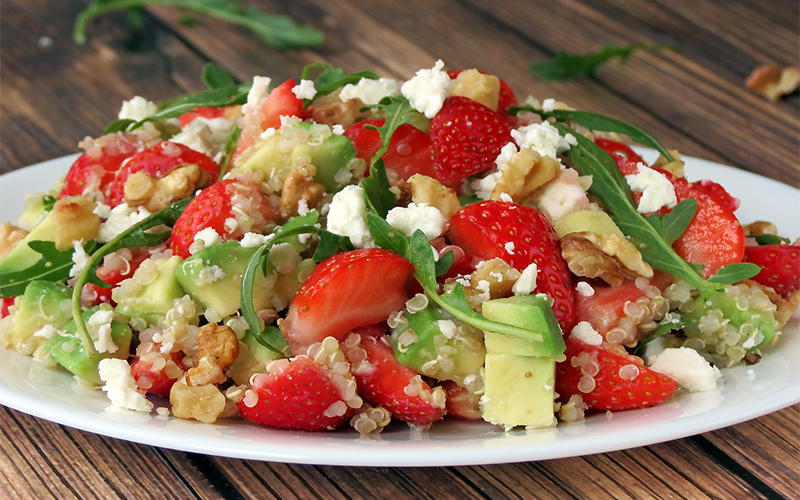 christl cooked quinoa salat mit erdbeeren und avocado christlclear christlclear. Black Bedroom Furniture Sets. Home Design Ideas