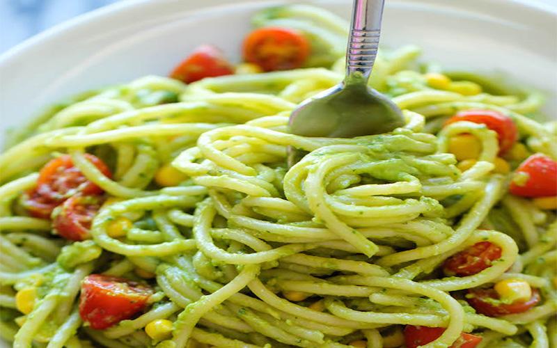 Christl Cooked Pasta Mit Avocado Pesto Tomaten Und Mais